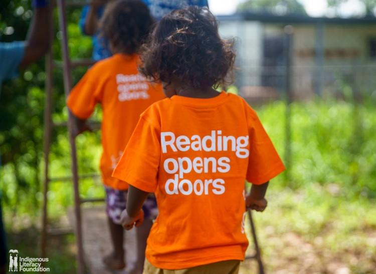 Encouraging Bilingual Conversational Reading in Central Australia